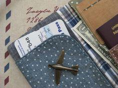 pochette voyage (passeport, billet d'avion etc..) ^^