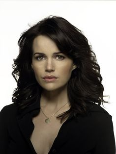Carla Gugino. I've always thought she is so pretty. Born August 1971.