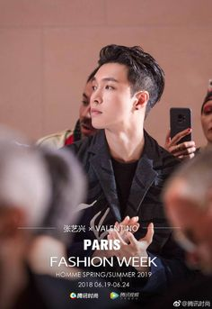 180621 Tencent Fashion Weibo Update : Yixing at Valentino Men's SS 2019 collection fashion show in Paris Exo, Valentino Paris, Paris Shows, Yixing, Super Powers, Dancer, Fashion Show, Vogue, Collection