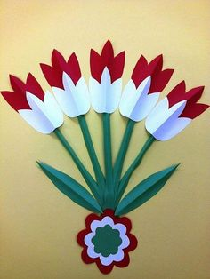 The colors of the Hungarian flag: red, white and green. Independence Day Decoration, Class Decoration, School Decorations, Spring Art, Spring Crafts, Flower Cards, Paper Flowers, Diy Paper, Paper Art