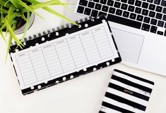 Free Bullet Journal Printables: The Best Websites to Get Them From ⋆ The Petite Planner - Ideen finanzieren Dave Ramsey, Planners, Creating A Bullet Journal, Bullet Journals, Bullet Journal Printables, Social Media Calendar, Budget Planer, Journal Layout, Social Networks
