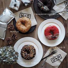 * 2017*8*22 * 今日は朝から雨降り。。部屋の中が暗い〜。D×Mさんの フワフワドーナツ🍩久々に買って見た。 * * 手前のチョコクランチ全部買いたかったけど IG的に(笑)。。。 * * #ディーバイエム #doughnuts #🍩 #おうちカフェ #おうちかふぇ #大谷哲也 #遠藤岳 #日々の暮らし#foodstagram #tablephoto #tablestyling #tv_stilllife #onmytable #onthetableproject #IGersJP #ig_japan #ig_photooftheday #styleonmytable #mytablesituation  #instagramJapan  #residencepix #キナリノ  #TABLESクリエイター _maple_life_ 2017/08/22 06:51:37