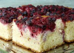 Ciasto jogurtowe z owocami letnimi - Przepis - Smaker.pl