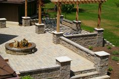 Outdoor Raised Patios and Landings - Garten - Minneapolis - von Allan Block Retaining Wall and Patio Wall Systems Landscaping Retaining Walls, Gravel Patio, Small Backyard Patio, Concrete Patio, Pergola Patio, Diy Patio, Pergola Screens, Patio Roof, Pergola Plans
