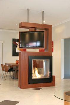 Mueble divisor para sala y comedor. Chimenea con TV giratoria. http://www.houzz.com/photos/living/p/40