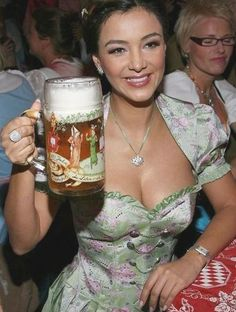 Best Funny Videos, Funniest Gifs, Funny Gifs, Funny Humor, Father's Day Memes, Japanese Inventions, Beer Girl, German Women, Beer Fest