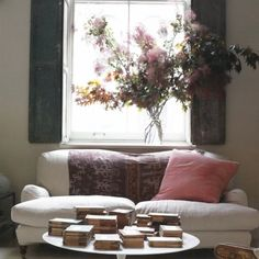 Inspired Seating. Pretty pinks, stacks of books & beautiful blooms. #rachelashwell #shabbydecor #shabbychic #bringingnaturehome
