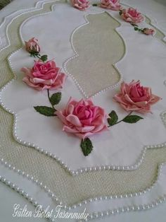 This Pin was discovered by gul Ribbon Embroidery Tutorial, Silk Ribbon Embroidery, Hand Embroidery Patterns, Embroidery Designs, Ribbon Art, Diy Ribbon, Handmade Crafts, Diy And Crafts, Decoration Table
