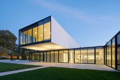"""Materials meet seamlessly """"like an iPhone"""" at California home by Natoma Architects"""