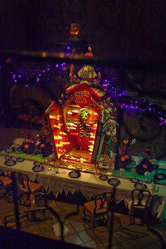 Disneyland // Haunted Mansion Holiday 2014 Gingerbread House