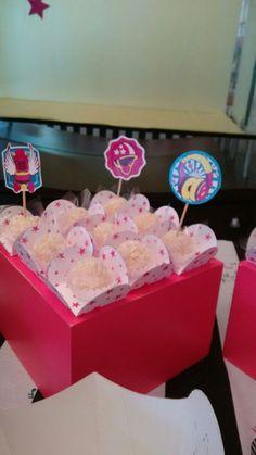 """GALERIA   Festa com o tema """"Sou Luna""""   Com cores super alegres e vibrantes, Ana comemorou seu aniversário com o tema da série da Dis..."""
