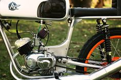 The latest build from Tony Prust of Analog Motorcycles is this 1966 Wards Riverside—a bike that originated from an unlikely marriage between Chicago's Montgomery Ward and Benelli motorcycles of Italy