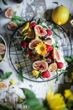Olive Oil Cake with Honey and Figs - Vegan Friendly - Fare Isle Fresh Figs, Fresh Fruit, Olive Oil Cake, Honey Cake, Cake Cover, Sweet Bread, Vegan Friendly, Amazing Cakes, Food Network Recipes