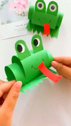 Bee Crafts For Kids, Frog Crafts, Fun Diy Crafts, Craft Projects For Kids, Paper Crafts For Kids, Craft Activities For Kids, Craft Stick Crafts, Preschool Crafts, Art For Kids
