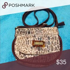 Relic small giraffe print purse Cute petite purse with giraffe print brown and cream color. Adorable for going out on the town etc! Relic Bags Mini Bags