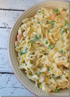 Chicken Noodle Casserole is the perfect comfort food to make when you are down with the cold or flu. This recipe freezes well too, so you can make it ahead-- my nana makes this & it's the best ! I Love Food, Good Food, Yummy Food, Pasta Dishes, Food Dishes, Main Dishes, Egg Noodle Dishes, Pasta Recipes, Cooking Recipes