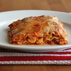 Guilt-Free Comfort: Spicy Cauliflower Lasagna: Heavy layers of meat and cup upon cup of cheese go into classic lasagna. Healthy Vegetable Lasagna, Healthy Vegetables, Veggie Lasagna, Veggies, Lasagna Noodles, Vegetable Pasta, Pasta Recipes, Dinner Recipes, Cooking Recipes
