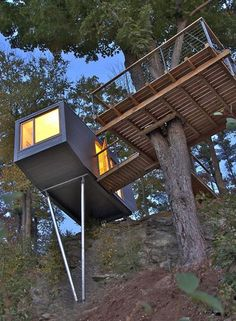Perched on the edge of a cliff overlooking the Hudson River, this tiny home by Baumraum seemingly defies gravity. The home is supported by the rocky cliff while the connected treetop terrace is supported by the central oak tree with the aid of straps and steel cable. German firm Baumraum specializes in elaborate tree houses such as this.
