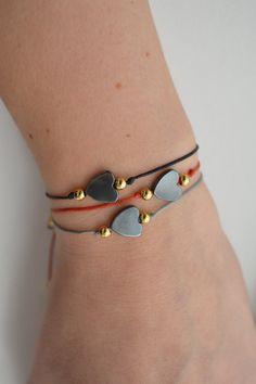 Hematite Heart Bracelet  Black Bracelet  Valentine's Diy Jewelry To Sell, Handmade Jewelry Bracelets, Dainty Bracelets, Bracelet Crafts, Black Bracelets, Macrame Bracelets, Friendship Bracelets Designs, Bracelet Designs, Zipper Jewelry
