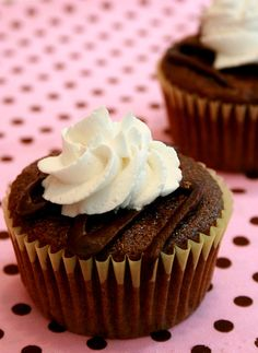 Rootbeer Float cupcakes- sub soy milk wheat,dairy,nut and soy free
