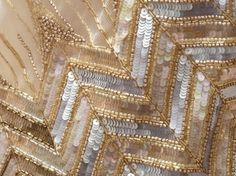 Wish i could embroider like that. Tambour Beading, Tambour Embroidery, Bead Embroidery Patterns, Couture Embroidery, Gold Embroidery, Hand Embroidery Designs, Zardozi Embroidery, Bordados Tambour, Sheila E