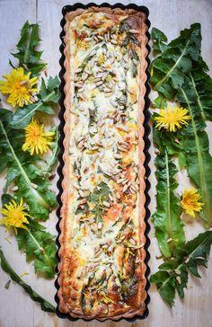 Dandelion and Feta quiche from The Botanical Baker Feta, Edible Plants, Edible Flowers, Botanical Kitchen, Dandelion Jelly, Dandelion Leaves, Dandelion Recipes, Flower Food, Wild Edibles