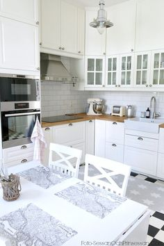 New kitchen ikea bodbyn grey subway tiles ideas Kitchen Corner, New Kitchen, Kitchen Interior, Kitchen Decor, Kitchen White, Ikea Bodbyn Kitchen, Cocinas Kitchen, Cozinha Shabby Chic, Double Oven Kitchen