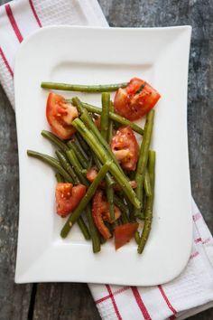 Bohnensalat (für 3-4 Portionen) 500g Bohnen 500g Tomaten 1 Bund Bohnenkraut Pfeffermix Meersalz Olivenöl Balsamico bianco ...