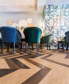 Proiect Cafenea Varuna, realizat de Carpet&More. Descopera portofoliul nostru! #design #duoparquet #coffeeshopdesign #colouredchairs #Carpet&More Rugs, Design, Home Decor, Farmhouse Rugs, Decoration Home, Room Decor, Home Interior Design, Rug
