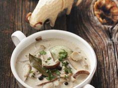 Suppe mit Steinpilzen ist ein Rezept mit frischen Zutaten aus der Kategorie Pilze. Probieren Sie dieses und weitere Rezepte von EAT SMARTER!