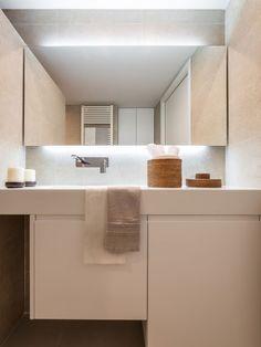 Ambient elegant si confortabil intr-un apartament modern - imaginea 22 Wall Mount Faucet, Interior Decorating, New Homes, Mirror, Bathroom, Elegant, Furniture, Home Decor, Valencia