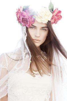 Romantic bride by Otaduy / Tocado para novia de flores