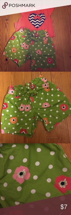 Paperbag Waist Short Green with white polka dots and pink, orange and cranberry colored anemones with navy centers. Elastic band around top and tie belt on belt loops, 100% cotton Gymboree Bottoms Shorts