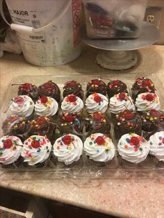 Buttercream Cupcakes, Cupcake Frosting, Cupcake Toppers, Cupcake Cakes, Cupcake Ideas, Cake Decorating, Decorating Ideas, Cake Art, Sweets