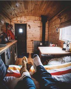 "11.8 mil Me gusta, 93 comentarios - ⠀⠀⠀⠀⠀⠀⠀⠀⠀⠀⠀⠀⠀⠀Earth Spirit (@earthspirit) en Instagram: ""Cabin getaway ✨ Photo by @alex.svd  #earthspirit"""