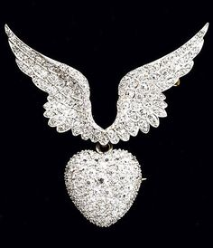 DIAMOND MERCURY WING BROOCH, BY TIFFANY & CO., CIRCA 1900. Paired wings suspending a heart-shaped pendant fitted with removable brooch armature, set with approx. 4.80 cts. of diamonds, mounted in platinum-topped gold. Signed. #Tiffany #BelleEpoque #brooch