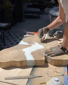 Woodworking Ideas Table, Woodworking Projects Diy, Diy Wood Projects, Epoxy Wood Table, Epoxy Resin Table, Diy Resin Art, Diy Resin Crafts, Wood Table Design, Resin Furniture