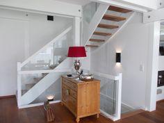 Eingestemmte Treppe mit VSG-Glasgeländer