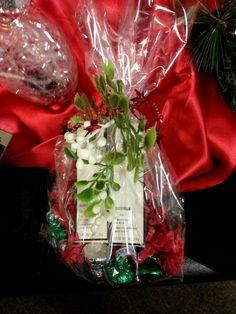Best Christmas Gift Baskets, Family Gift Baskets, Teen Christmas Gifts, Diy Gift Baskets, Homemade Christmas Gifts, Holiday Gifts, Christmas Ideas, Christmas Decor, Family Gifts