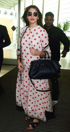 Anushka spotted wearing a cream-colour palazzo with a red star pattern and glares #AnushkaSharma #palazzo #traditional #indian #red