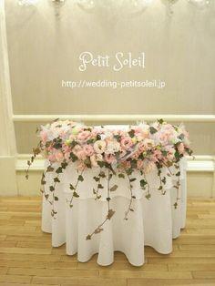 ピンクのメインテーブル装花
