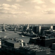 London from above San Francisco Skyline, Places Ive Been, New York Skyline, Photos, Explore, Spaces, London, Travel, Voyage