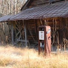Gas a gallon Old General Stores, Old Country Stores, Country Life, Country Living, Old Buildings, Abandoned Buildings, Abandoned Places, Old Gas Pumps, Vintage Gas Pumps