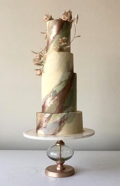 Endless cake decorating inspiration - wedding cakes, birthday cakes for boys and girls, cookies, cupcakes and more. Modern Cakes, Unique Cakes, Elegant Cakes, Metallic Cake, Metallic Wedding Cakes, Fondant Cakes, Cupcake Cakes, Double Barrel Cake, Beautiful Wedding Cakes