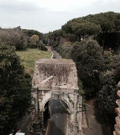 Geheimtipps für Rom - 16 Erlebnisse abseits der Touristenpfade - Unterwegs in Rom Dom, Mount Rushmore, Mountains, Nature, Travelling, De Chirico, Italian Art, Tourism, Naturaleza