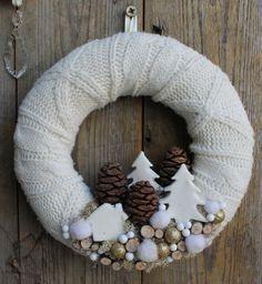 Horgolj és köss velünk: Kötött karácsonyi ajtódíszek és adventi koszorúk