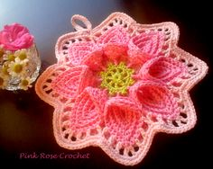 PINK ROSE CROCHET : Pega Panelas de Crochê . Calla Lily Pot Holders - no pattern for this, but this link has a very clear image of the original that could be recreated.  That's how this artist was able to make hers.
