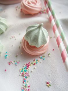 Pastel meringues