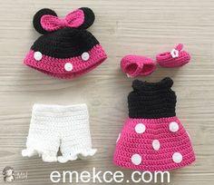 Mickey Mouse ördükten sonra Minnie kızı da örmemek olmazdı. Hepinizin heyecanla beklediği tarif aşağıda, fazla oyalamayım hemen örmeye başlayalım :) Baş Ten rengi iple,sihirli bir halkayla başlıyo…