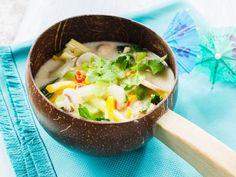 Gemüse-Kokosmilch-Suppe ist ein Rezept mit frischen Zutaten aus der Kategorie Gemüsesuppe. Probieren Sie dieses und weitere Rezepte von EAT SMARTER!